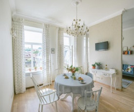 New, bright and very central apartment
